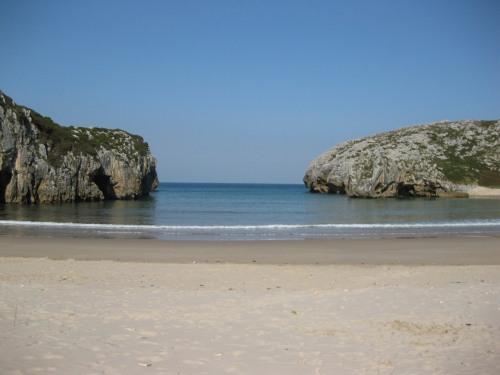 Playa de Cuevas del Mar, Asturias